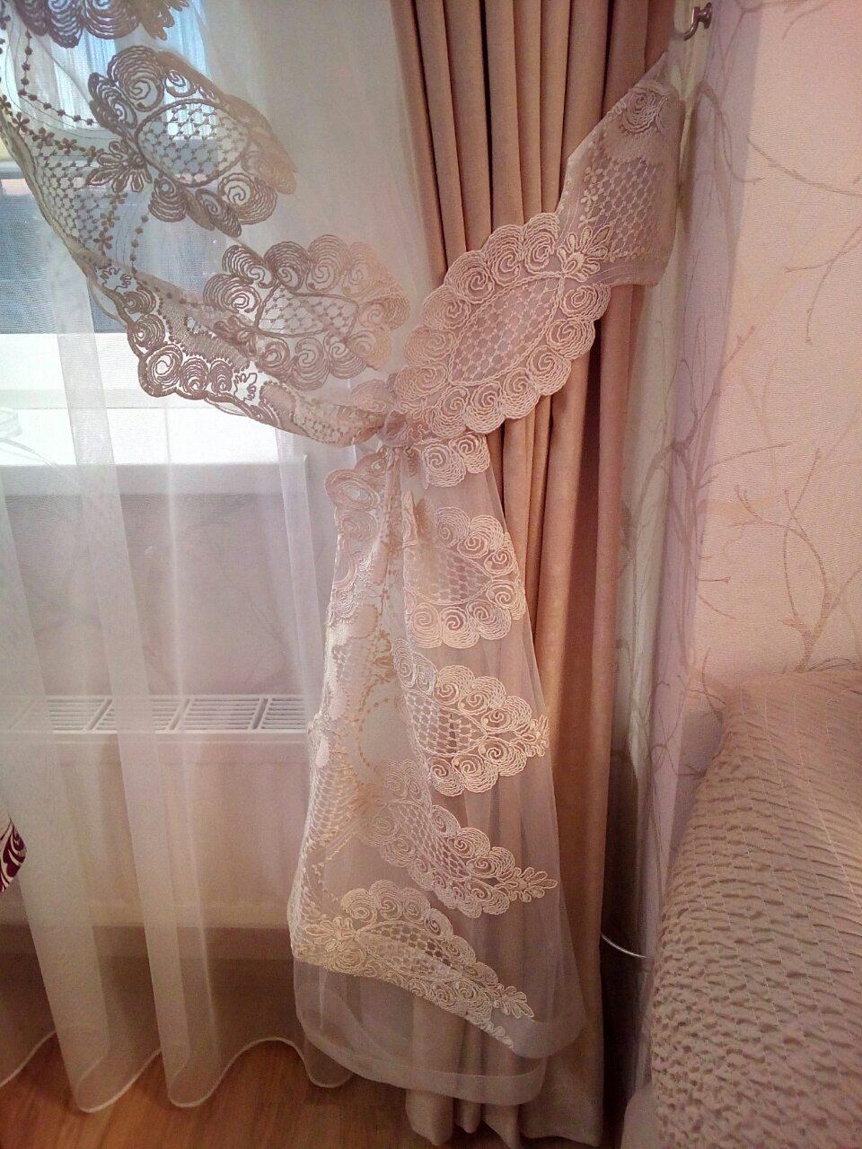 Декор штор из сетки с кордовой вышивкой